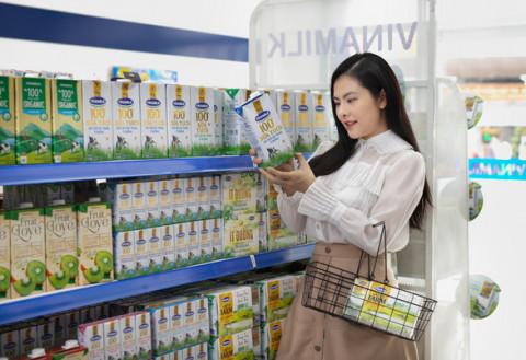 Chuyện 'hậu trường' tìm hiểu 'lý lịch' dòng sữa tươi Green Farm mới đang khiến các mẹ tò mò