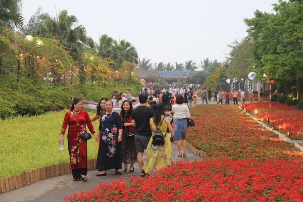 """Lễ hội hoa - FLC Sầm Sơn năm 2021 với chủ đề """"Vũ khúc biển và hoa"""" là hoạt động khởi đầu cho mùa du lịch hè Sầm Sơn năm 2021"""