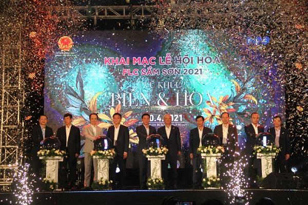 Các đồng chí lãnh đạo Trung ương và tỉnh Thanh Hóa bấm nút khai mạc lễ hội