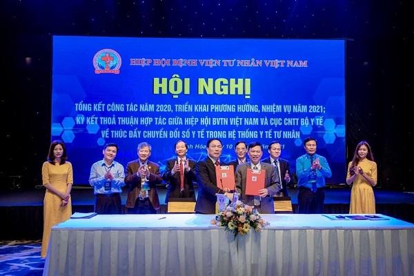Ký kết thỏa thuận hợp tác giữa Hiệp hội Bệnh viện tư nhân Việt Nam và Cục Công nghệ Thông tin - Bộ Y tế trong việc thúc đẩy thực hiện chuyển đổi số khu vực y tế tư nhân.