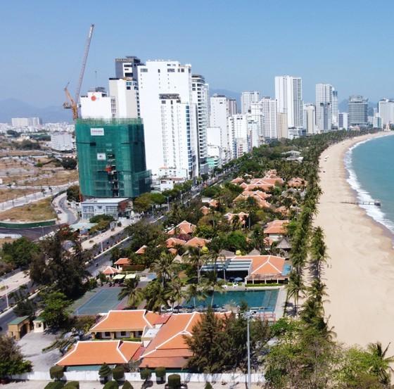 Khu nghỉ dưỡng Ana Mandara, nhìn vào từ phía biển