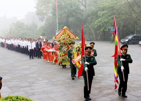 Ngay ngày đầu tiên của tháng 3 âm lịch, hai địa phương sở tại đã tổ chức dâng hương tưởng niệm các Vua Hùng