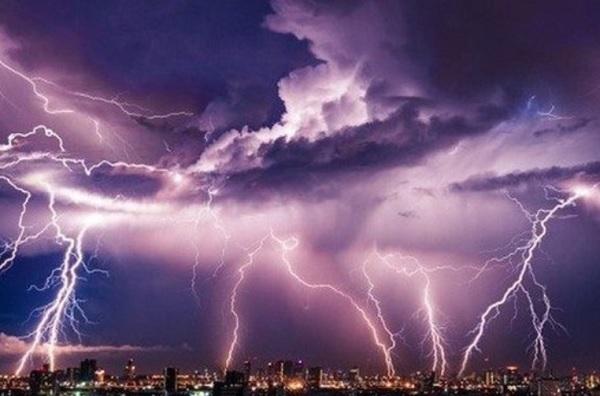 Đài Khí tượng thủy văn khu vực Đồng bằng Bắc Bộ nhận định, tháng 4/2021 sẽ xuất hiện nhiều hiện tượng thời tiết cực đoan, như dông, lốc, sét, mưa đá và gió giật mạnh