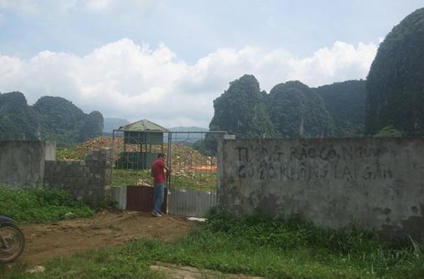 Sau nhiều năm bị bỏ mặc, tường rào Dự án Nhà máy xi-măng Thanh Sơn đang trở thành