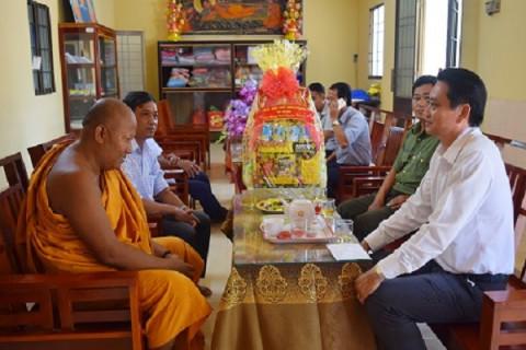 """Trà Vinh: Lãnh đạo tỉnh chúc tết """"Chôl Chnam Thmây 2021"""" các chùa Khmer tiêu biểu và gia đình chính sách trong tỉnh"""