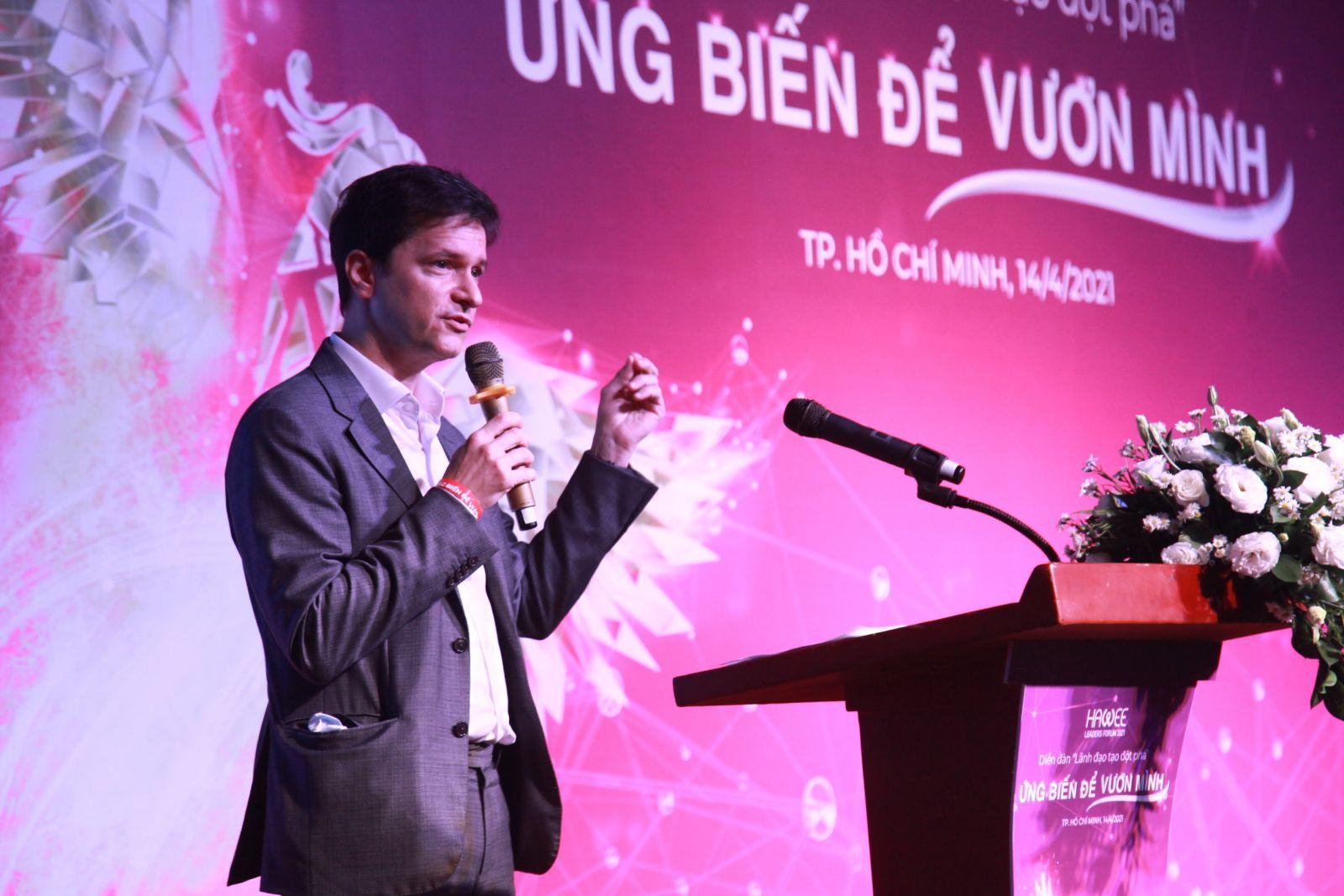 Diễn giả chia sẻ tại diễn đàn