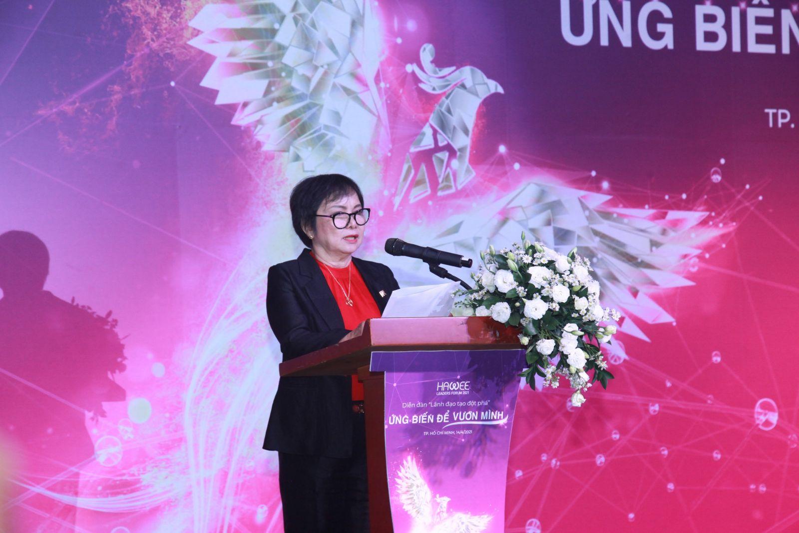 Bà Cao Thị Ngọc Dung - Chủ tịch HĐQT công ty PNJ, Chủ tịch HAWEE phát biểu tại diễn đàn