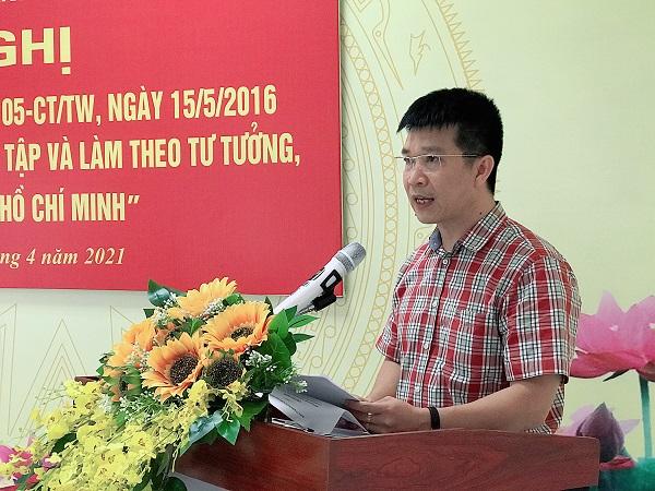 Đồng chí Nguyễn Văn Minh – Quận ủy viên, Bí thư Đảng ủy Khối Doanh nghiệp phát biểu tại hội nghị