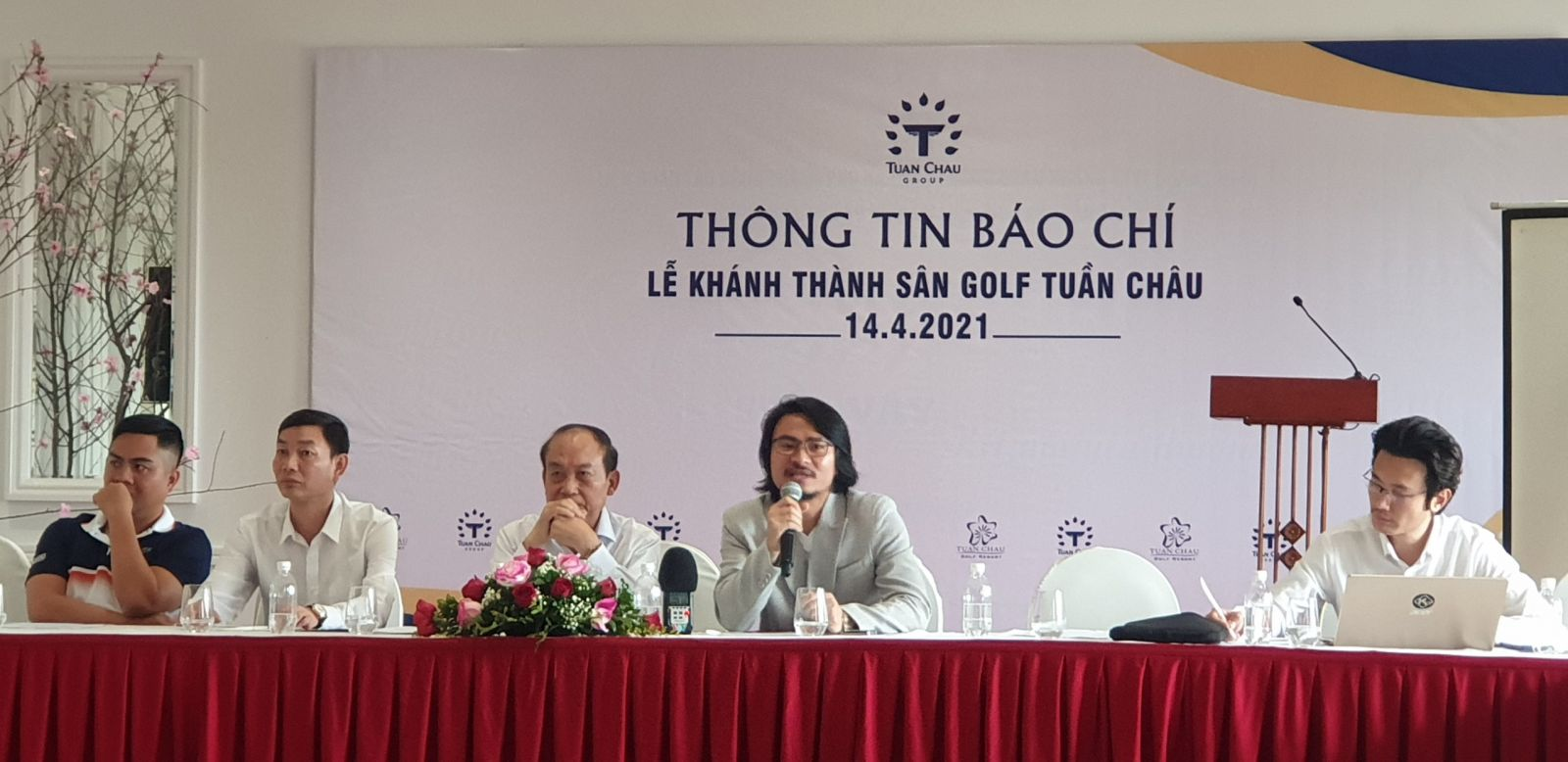 Tập đoàn Tuần Châu chia sẻ thông tin với báo chí về những nỗ lực đầu tư xây dựng tổ hợp du lịch chất lượng cao phục vụ du khách.