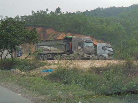 """Khai thác đất trái phép ở xã Thọ Văn, huyện Tam Nông (Phú Thọ) """"Chiêu bài xin phép hạ cốt nền"""""""