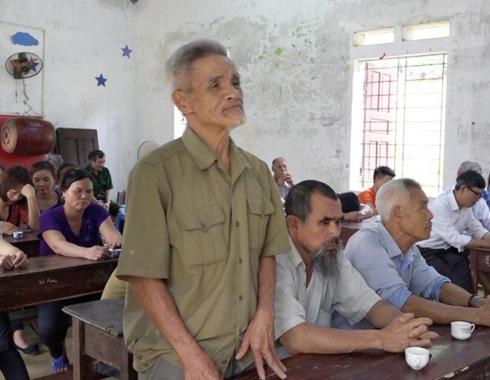 Cử tri thôn Gò Vầu, xã Tam Sơn, huyện Cẩm Khê (Phú Thọ) có ý kiến nhận xét về những người ứng cử.