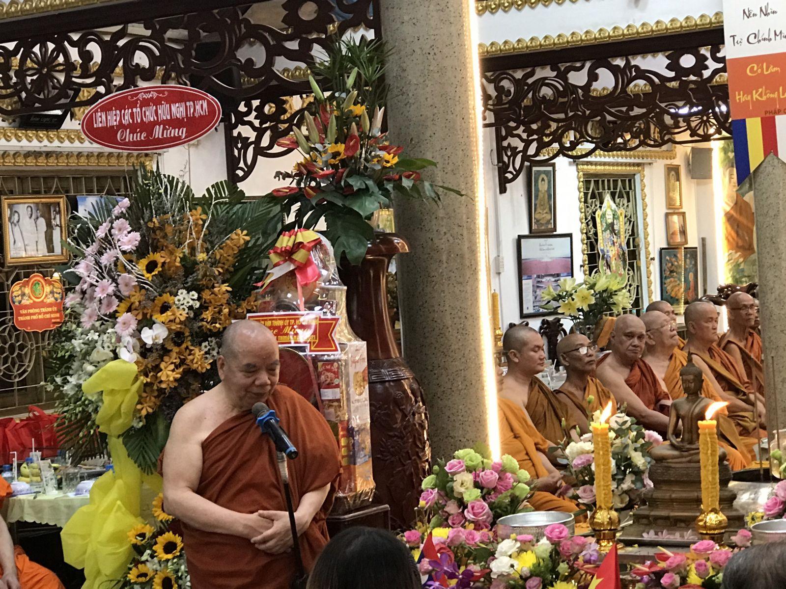Hòa thượng Thích Thiện Tâm - Phó Chủ tịch HĐTS GHPGVN; Phó Chủ tịch Hội hữu nghị VN-CPC, Viện chủ (Trụ trì) chùa Phổ Minh, chúc tết nhân dân các nước bạn