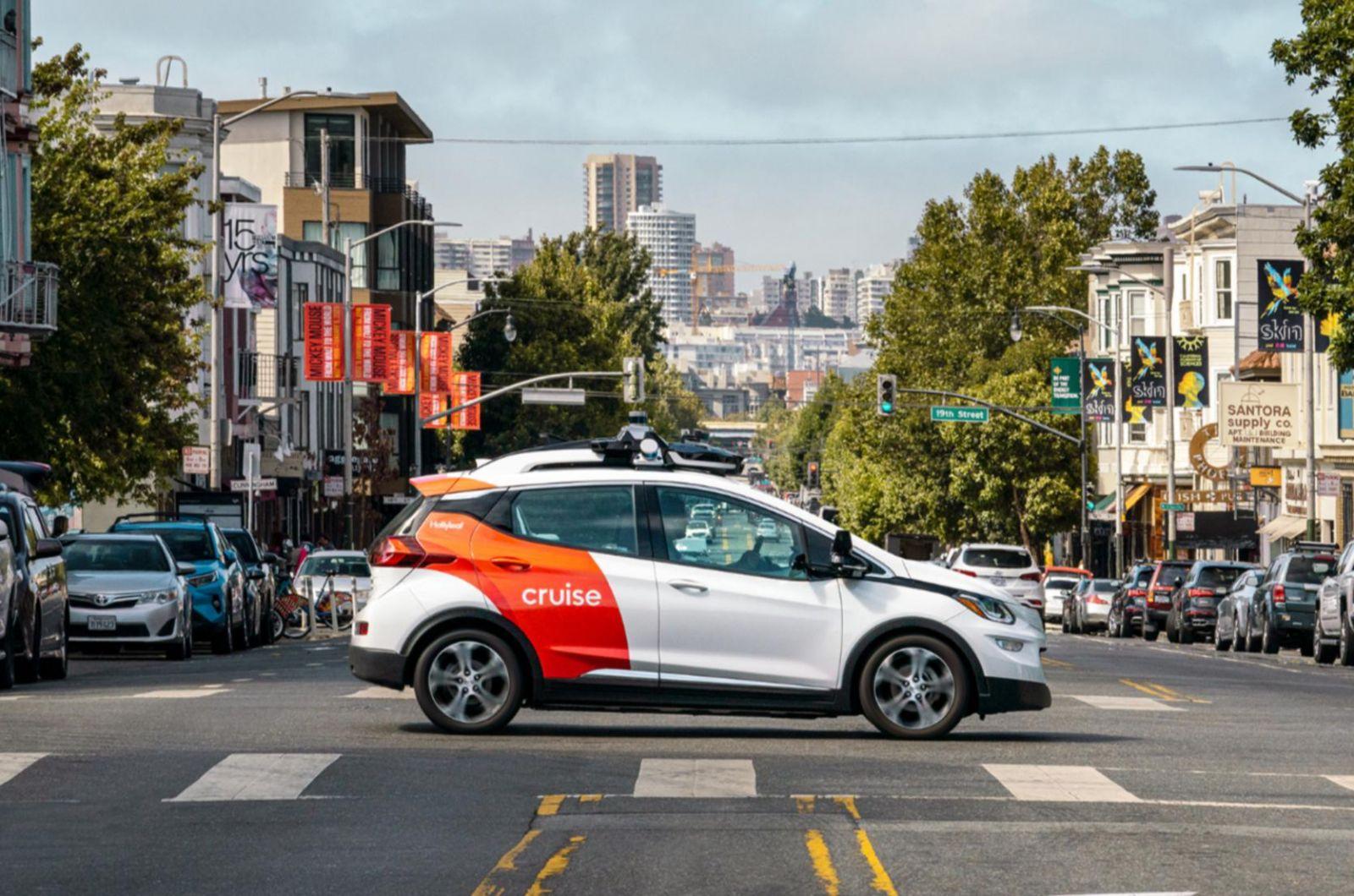 Một chiếc xe thử nghiệm Cruise điện tự lái ghi hàng km ở San Francisco. DU THUYỀN