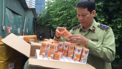 Công an Hà Nội thu giữ 13.900 lọ tinh dầu thuốc lá điện tử, có giá trị hàng tỷ đồng.