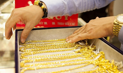 Giá vàng lên mức cao nhất trong hơn một tháng qua