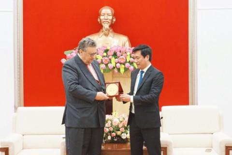 Chủ tịch UBND tỉnh Quảng Ninh tiếp Đại sứ Phần Lan và nhiều doanh nghiệp