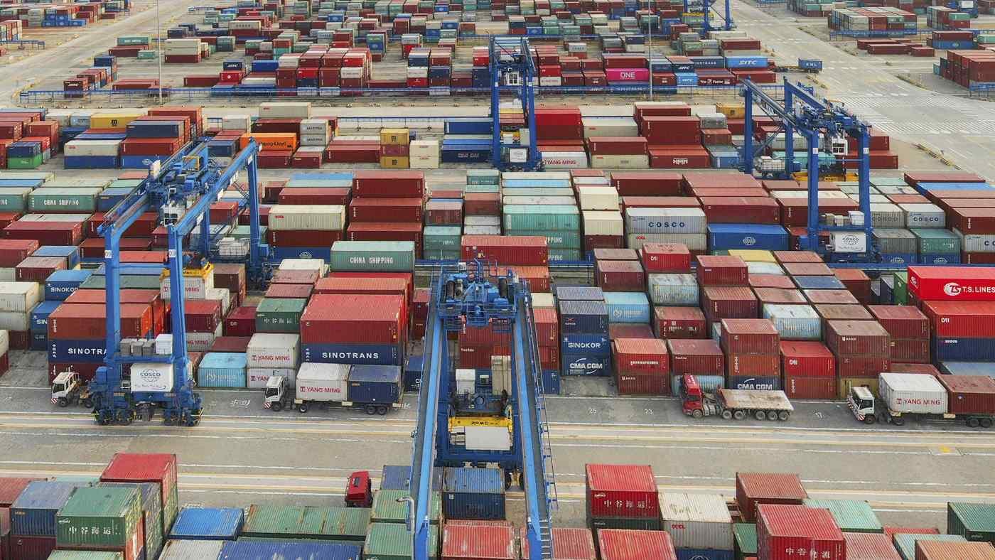 Ảnh chụp từ trên không của một cảng container trên sông Dương Tử ở Nam Thông thuộc tỉnh Giang Tô, miền đông Trung Quốc vào ngày 8 tháng 4 năm 2021. (Chinatopix via AP) © AP