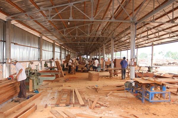 hiện nay nguồn nguyên liệu gỗ trong nước còn phụ thuộc nhiều vào nhập khẩ