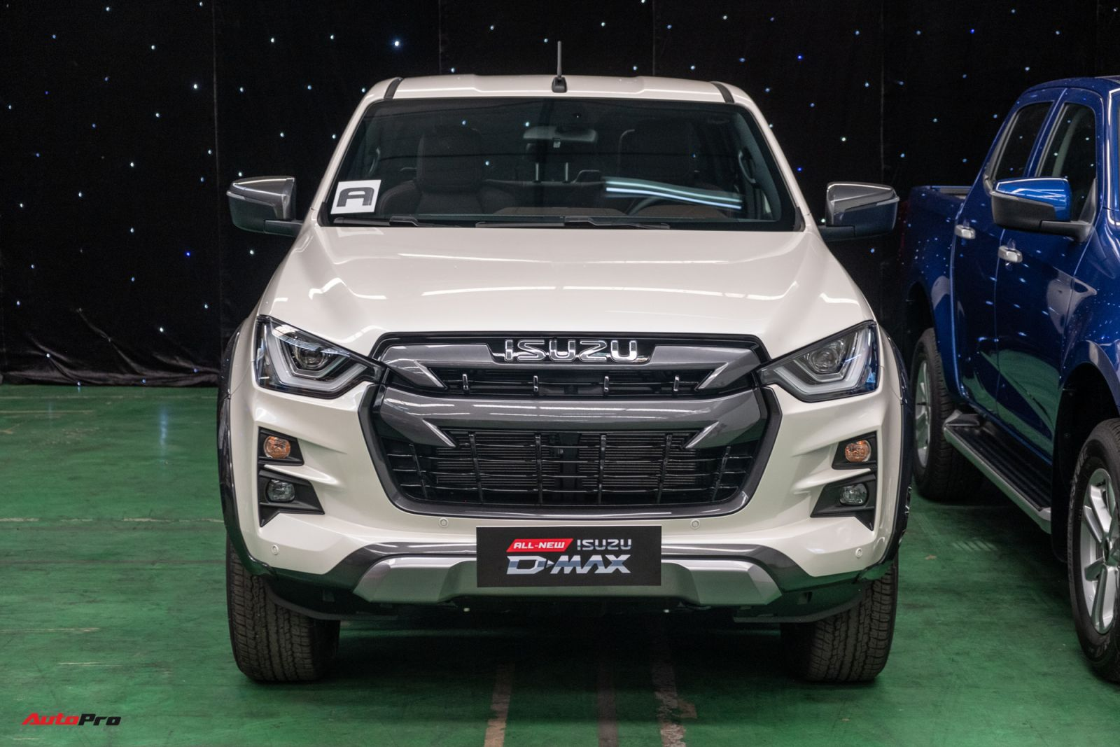 Cả 3 phiên bản của Isuzu D-Max 2021 đều sử dụng động cơ dầu 4cyl, dung tích 1.9L (RZ4E-TC) tăng áp (đơn) cho công suất tối đa 150 mã lực tại 3.600 vòng/phút, mô-men xoắn cực đại 350 Nm ở tốc độ 1.800 – 2.600 vòng/phút