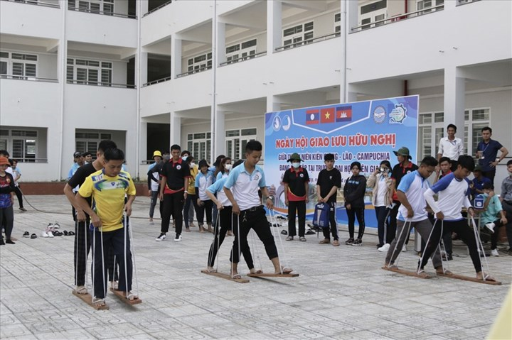 Các hoạt động vui tươi diễn ra trong ngày hội giao lưu giữa sinh viên 3 nước Việt Nam - Lào - Campuchia