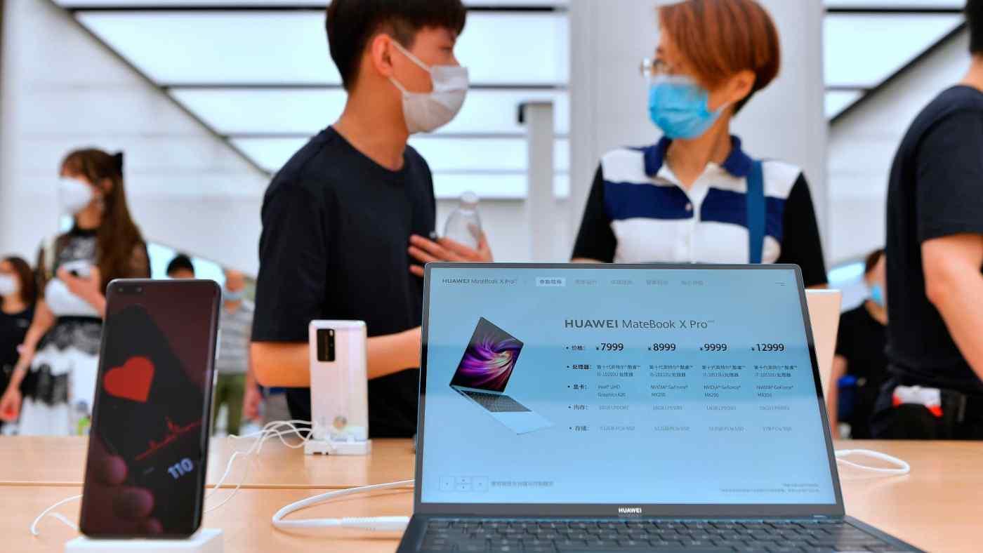 Cửa hàng hàng đầu của Huawei Technologies ở Thượng Hải: Các quy tắc sàng lọc theo kế hoạch của Hoa Kỳ sẽ áp dụng cho bất kỳ giao dịch công ty nào liên quan đến thiết bị CNTT của Trung Quốc. © AP