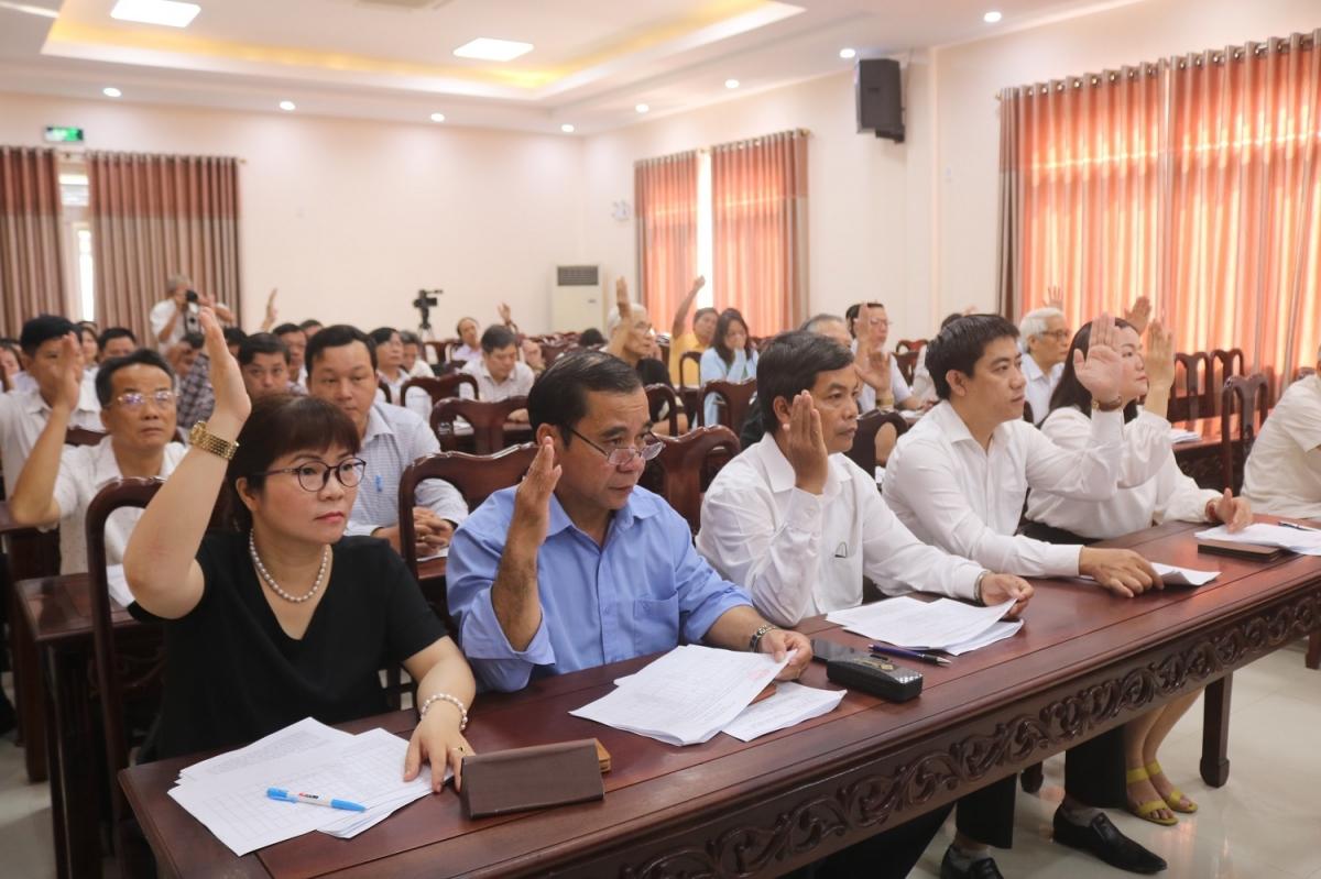 100 đại biểu biểu quyết nhất trí thông qua danh sách người ứng cử Đại biểu Quốc hội và HĐND tỉnh Thừa Thiên Huế.