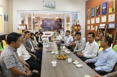 Lãnh đạo tỉnh Đắk Lắk trực tiếp gỡ vướng cho doanh nghiệp bên ly cà phê sáng