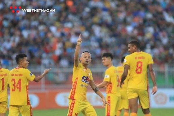 Quốc Phương ghi bàn thắng duy nhất cho Đông Á Thanh Hóa.