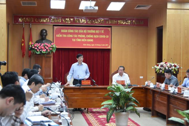 Bộ trưởng Y tế kiểm tra công tác chống dịch ở Hà Tiên