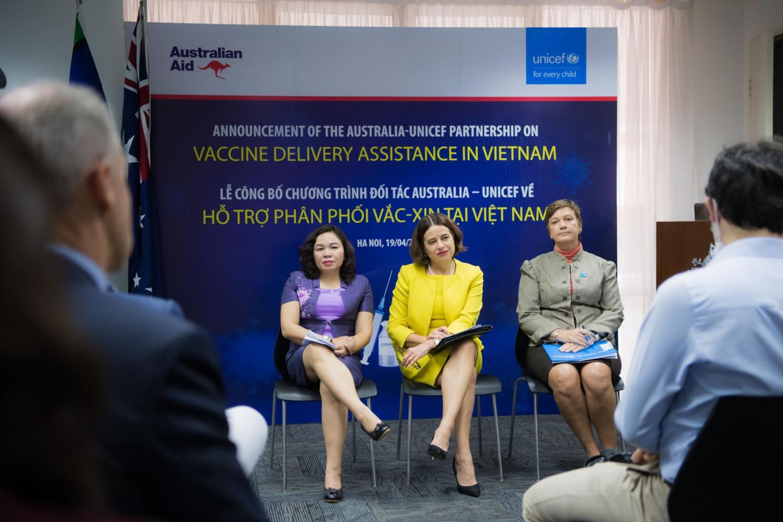 Ngày 19/4, Đại sứ quán Australia tại Hà Nội và Quỹ Nhi đồng Liên hiệp quốc (UNICEF) đã công bố gói hỗ trợ trị giá 13,5 triệu đô-la Úc dành cho việc đưa vắc-xin Covid-19 vào Việt Nam và thực hiện chương trình tiêm chủng.