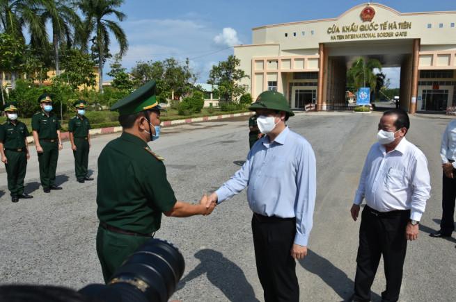 Đoàn công tác thăm và kiểm tra tại Cửa khẩu Quốc tế Hà Tiên