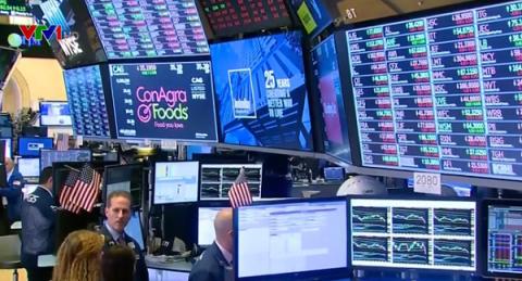 Cổ phiếu Tesla sụt giảm, chứng khoán Mỹ trượt khỏi kỷ lục