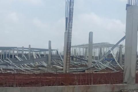 Hải Hà: Nhà xưởng đang thi công tại KCN Texhong bị sập do gió mạnh