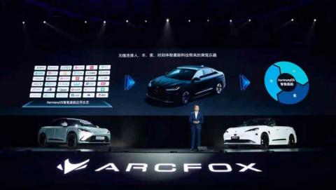 Huawei ra mắt xe điện chạy 700km mỗi lần sạc kèm hỗ trợ 5G
