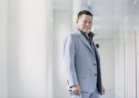 Chân dung 2 tỷ phú Việt kiều từng được vinh danh trên Forbes