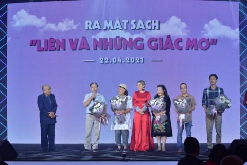 Đàm Vĩnh Hưng, Văn Mai Hương, Uyên Linh xuất hiện chung tại lễ kỉ niệm 27 năm quốc khánh Cộng hòa Nam Phi