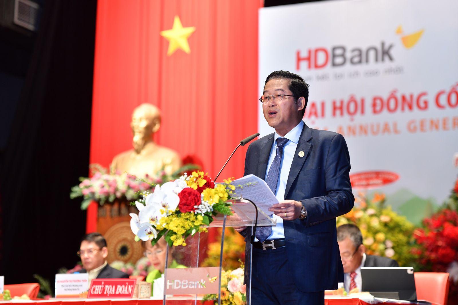 Ông Phạm Quốc Thanh - Tổng Giám đốc HDBank trình bày Báo cáo Kết quả hoạt động kinh doanh năm 2020 và Kế hoạch Kinh doanh năm 2021 của Tổng Giám đốc