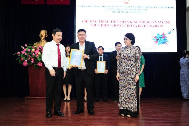 Tập đoàn Hưng Thịnh trao tặng 50 tỷ đồng kinh phí mua vắc-xin phòng ngừa Covid 19