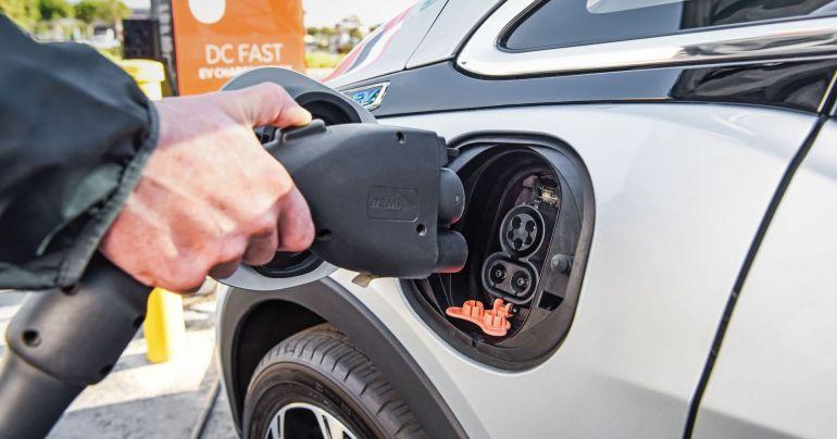 """Ô tô sử dụng động cơ đốt trong chạy bằng nhiên liệu xăng, dầu sẽ bị cấm phân phối tại Thái Lan từ năm 2035 nhằm """"dọn đường"""", tạo điều kiện cho xe điện phát triển"""