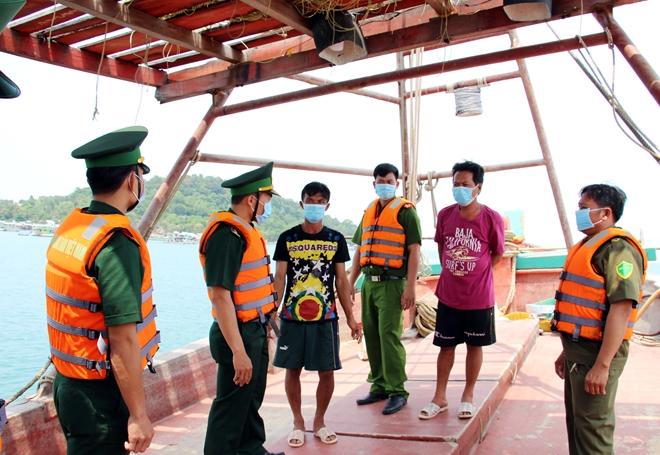 Lực lượng Biên phòng và Công an tỉnh Kiên Giang tuần tra, kiểm soát, tuyên truyền ngư dân tích cực cung cấp thông tin, tố giác các trường hợp nhập cảnh trái phép trên vùng biển Phú Quốc