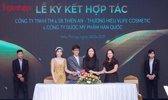 Đại diện thương hiệu V Life chính thức hợp tác với đối tác Hàn Quốc.