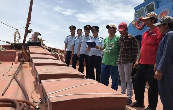 Hải đội 3- Cục Điều tra chống buôn lậu- Tổng cục Hải quan công bố lệnh kiểm tra, khám xét
