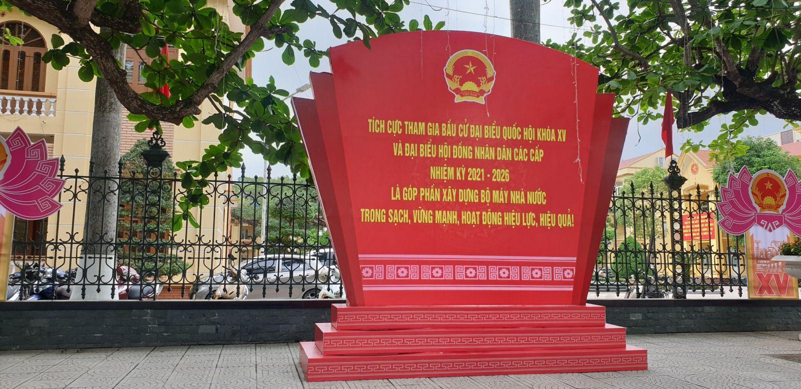 : Công tâc khánh tiết đại hội đại biểu được chuẩn bị chu đáo trước thềm bầu cử đại biểu Quốc hội khóa XV và đại biểu HĐND nhiệm kỳ 2021- 2026 tại UBND Quận Kiến An TP Hải Phòng