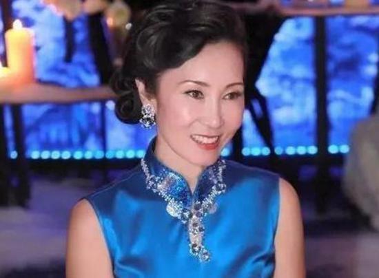 Hai năm giúp chồng trả nợ 200 tỷ, phu nhân Vương Kiện Lâm: Dù có lấy tỷ phú hay không thì tôi vẫn là đại gia!