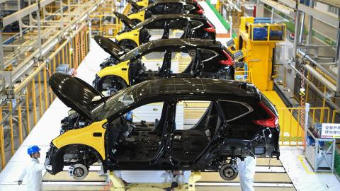 Tại sao Trung Quốc liều lĩnh chế tạo ô tô?