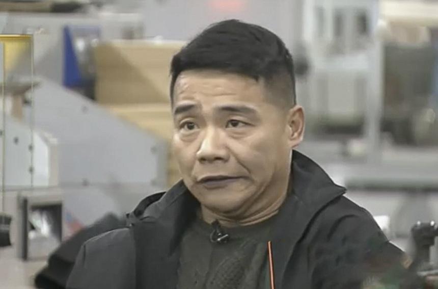 Lu Hong trải qua tuổi thơ khó khăn vì bệnh bại não. Nguồn ảnh: Internet