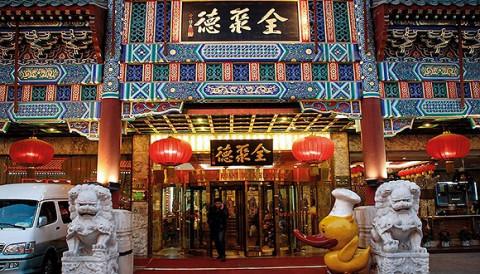 Thương hiệu vịt quay lâu đời nhất Bắc Kinh trên con đường đổi mới
