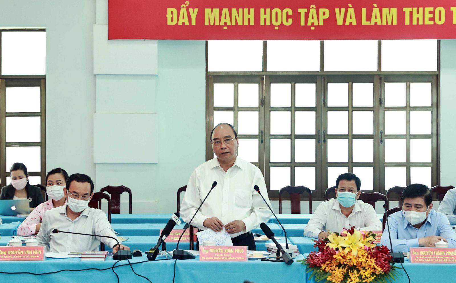 Chủ tịch nước Nguyễn Xuân Phúc dự hội nghị dành cho ứng cử viên ĐBQH khóa XV và đại biểu HĐND TPHCM nhiệm kỳ 2021-2026 tại huyện Củ Chi, TPHCM vào ngày 06/05 vừa qua