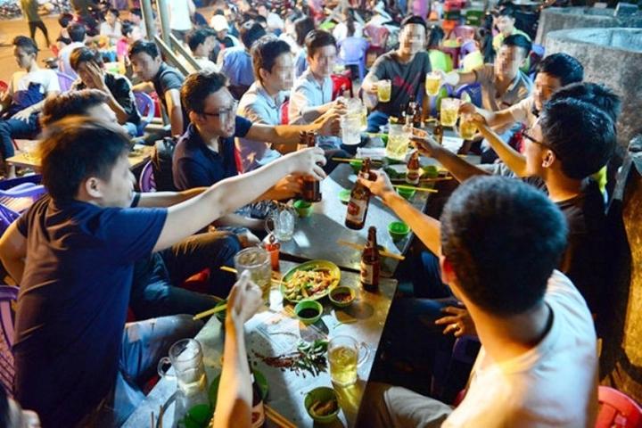 Hà Nội: Dừng hoạt động nhà hàng bia, quán bia, giải tỏa các chợ cóc, chợ tạm