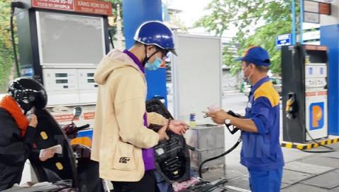 Giá xăng có thể tăng hơn 300 đồng/lít vào ngày mai 12/5